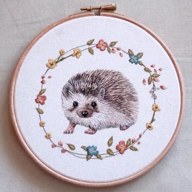 她用刺绣画出来萌萌的小动物
